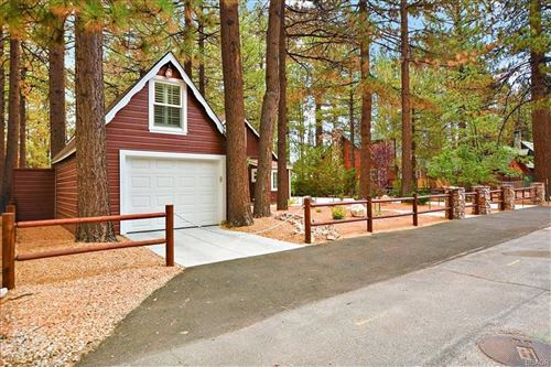 Photo of 551 Timber Lane, Big Bear Lake, CA 92315 (MLS # 32108170)