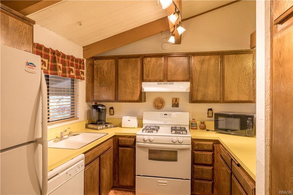 Photo of 861 Thrush #5, Big Bear Lake, CA 92315 (MLS # 32005197)