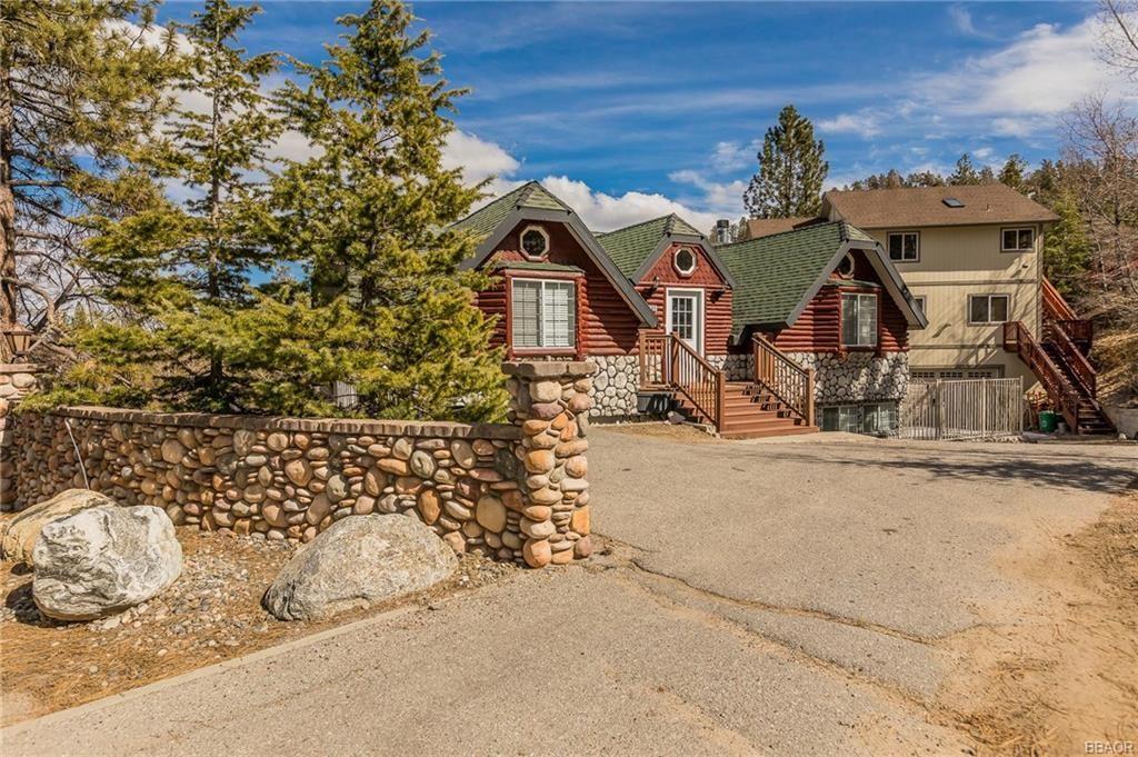 Photo of 869 Cameron Drive, Big Bear Lake, CA 92315 (MLS # 32002198)