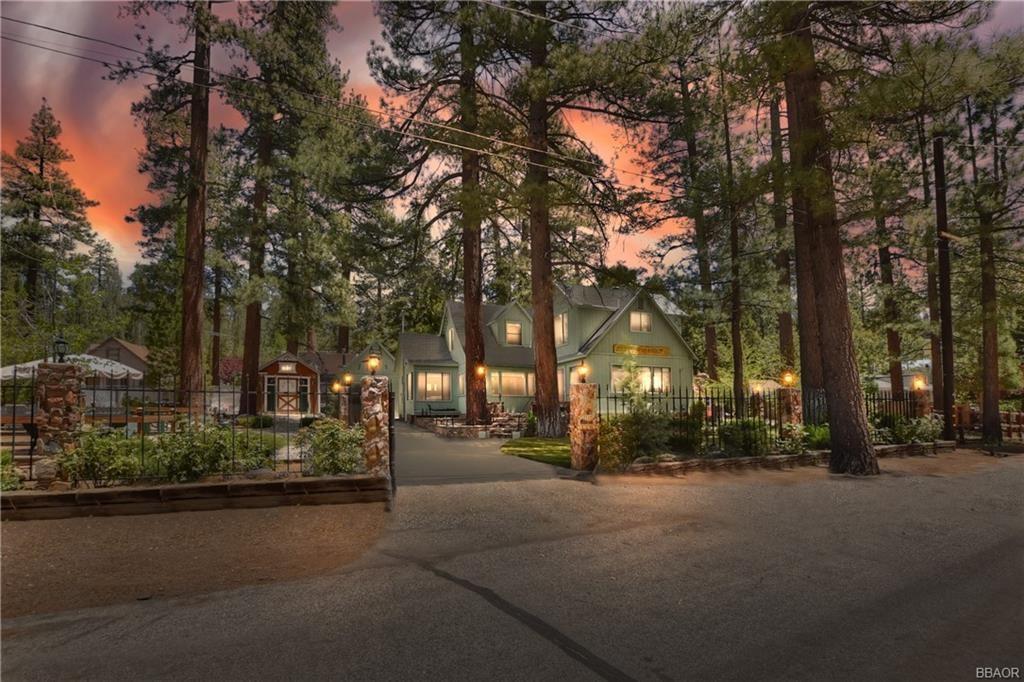 Photo of 1101 Comanche Road, Fawnskin, CA 92333 (MLS # 32104201)