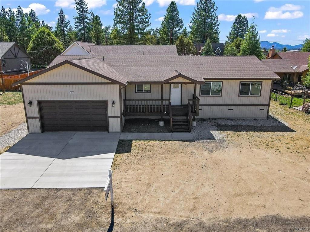 Photo of 821 E Lane, Big Bear City, CA 92314 (MLS # 32104204)