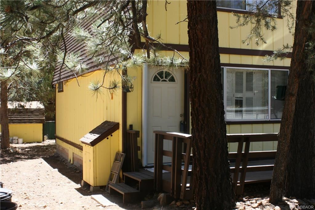 Photo of 377 Highland Lane, Sugarloaf, CA 92314 (MLS # 32002218)