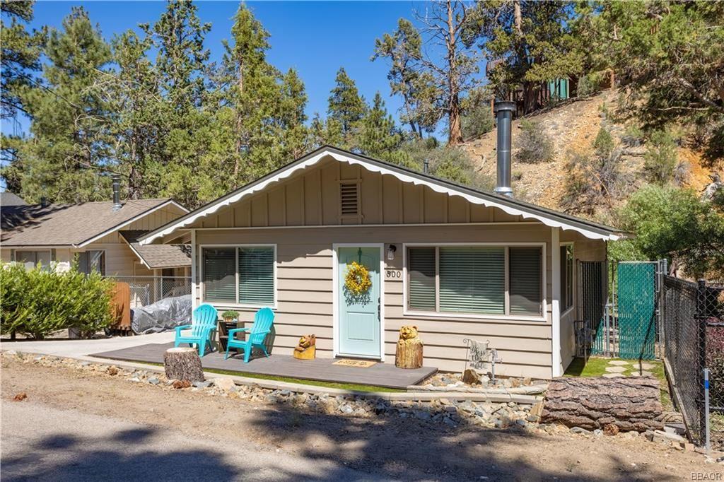 Photo of 500 Bernhardt Lane, Big Bear City, CA 92314 (MLS # 32002226)
