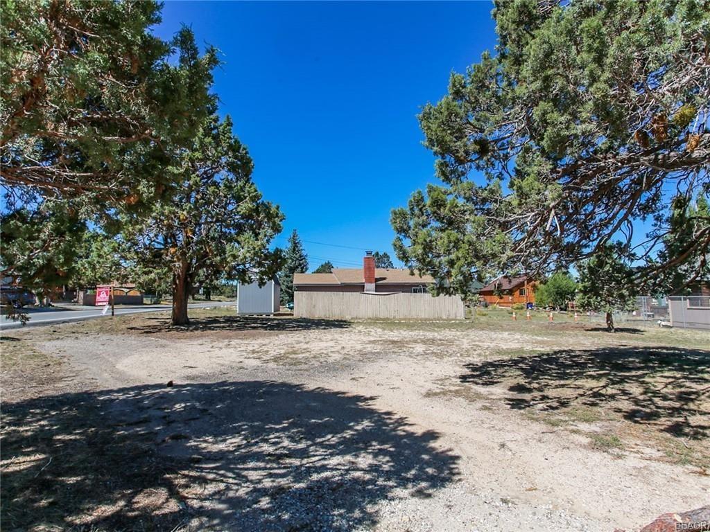 Photo of 999 Pinon Lane, Big Bear City, CA 92314 (MLS # 32005230)