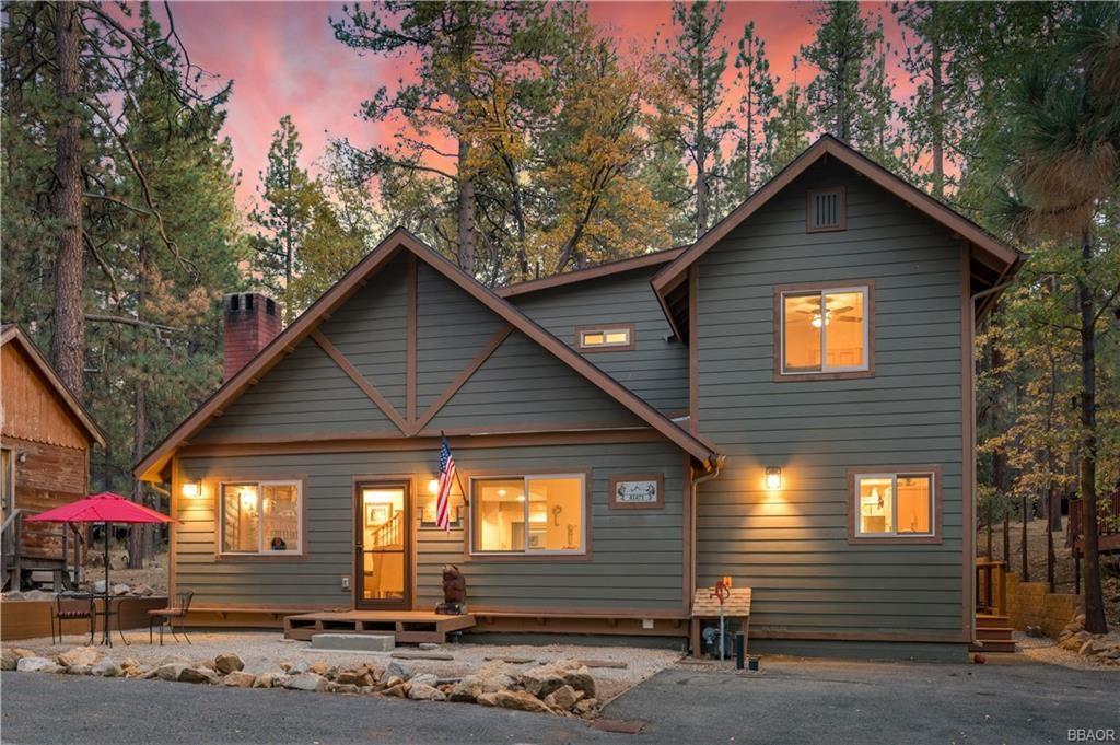 Photo of 41471 Comstock Lane, Big Bear Lake, CA 92315 (MLS # 32005238)