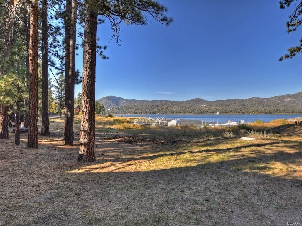 Photo of 40246 Lakeview Drive, Big Bear Lake, CA 92315 (MLS # 32005245)