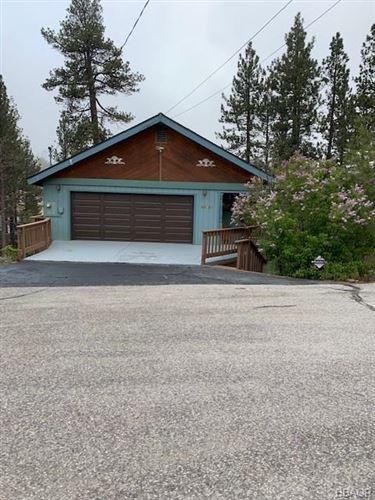 Photo of 40337 York Lane, Big Bear Lake, CA 92315 (MLS # 32000261)