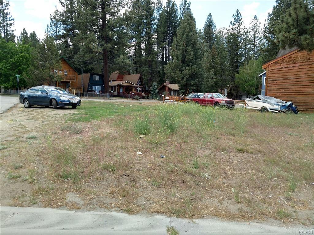 Photo of 42648 Moonridge Road, Big Bear Lake, CA 92315 (MLS # 32104261)