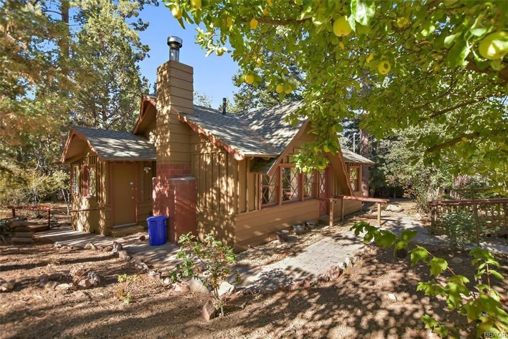 Photo of 43445 Bow Canyon Road, Big Bear Lake, CA 92315 (MLS # 32005263)