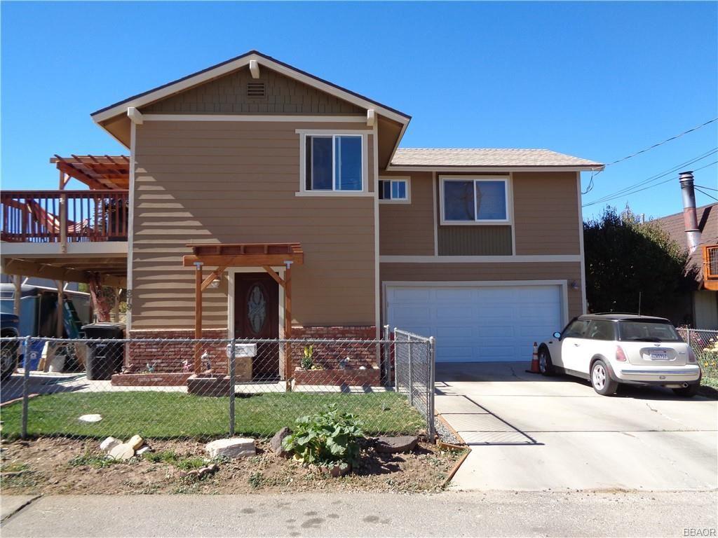 Photo of 879 Pinon Lane, Big Bear City, CA 92314 (MLS # 32005269)