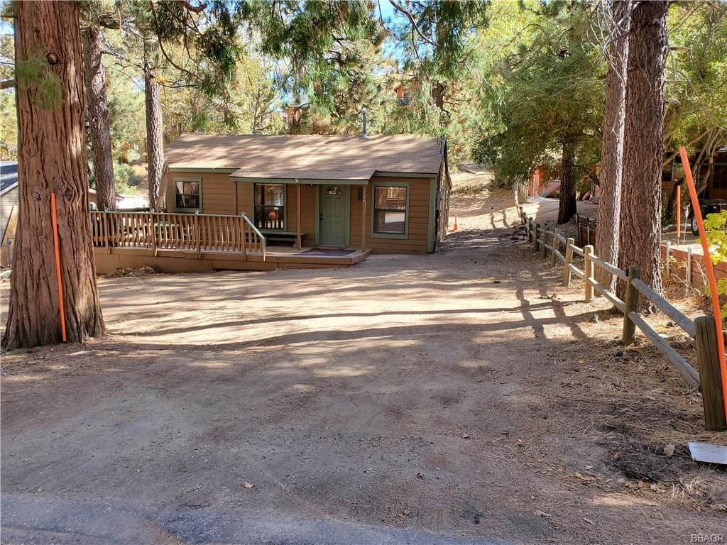 Photo of 779 Georgia Street, Big Bear Lake, CA 92315 (MLS # 32005271)