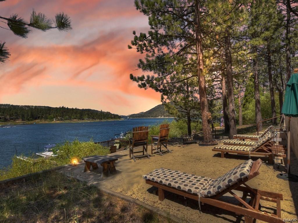 Photo of 39513 Lake Drive, Big Bear Lake, CA 92315 (MLS # 32105276)