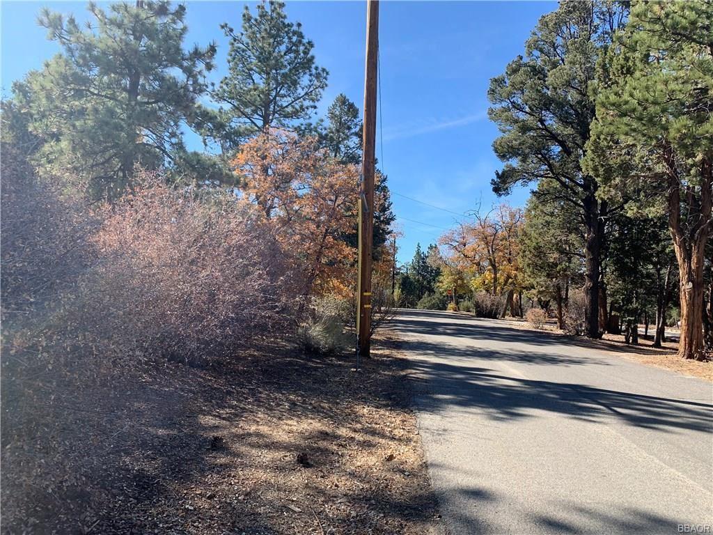 Photo of 44275 Manzanita Lane, Sugarloaf, CA 92386 (MLS # 31910277)