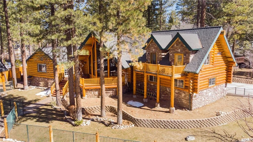 Photo of 39900 Forest Road, Big Bear Lake, CA 92315 (MLS # 32100286)