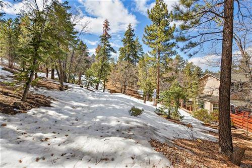 Photo of 902 Jeffries Road, Big Bear Lake, CA 92315 (MLS # 32000305)