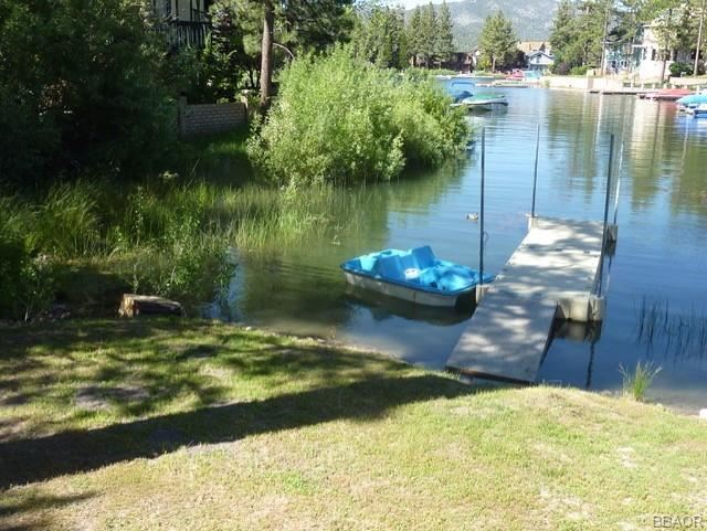 Photo of 39820 Lakeview Drive, Big Bear Lake, CA 92315 (MLS # 32005312)