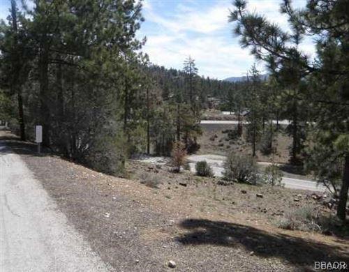 Photo of 39377 Garden Place Road, Fawnskin, CA 92333 (MLS # 31901315)