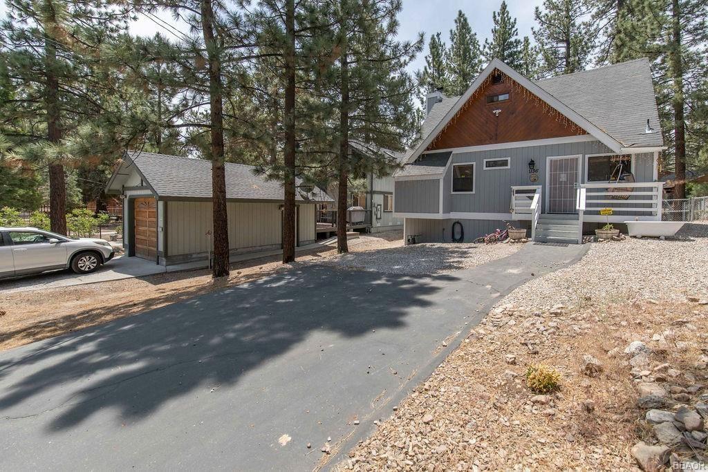 Photo of 1136 Sugarloaf Boulevard, Big Bear City, CA 92314 (MLS # 32105320)