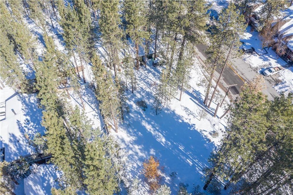 Photo of 580 Summit Boulevard, Big Bear Lake, CA 92315 (MLS # 32005334)