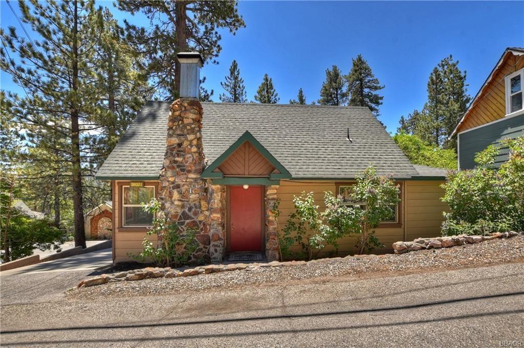Photo of 39271 North Bay Drive, Big Bear Lake, CA 92315 (MLS # 32105337)