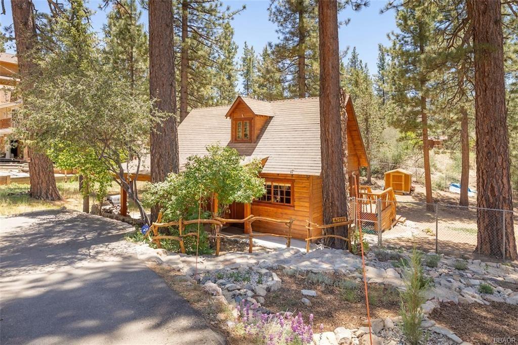 Photo of 42779 Conifer Drive, Big Bear Lake, CA 92315 (MLS # 32105350)