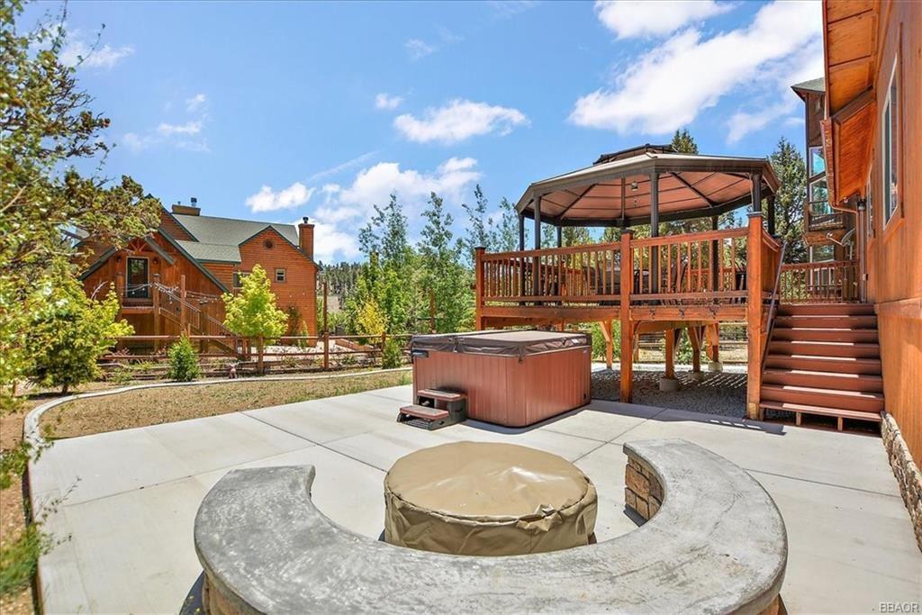 Photo of 42582 Bear Loop, Big Bear City, CA 92314 (MLS # 32105364)