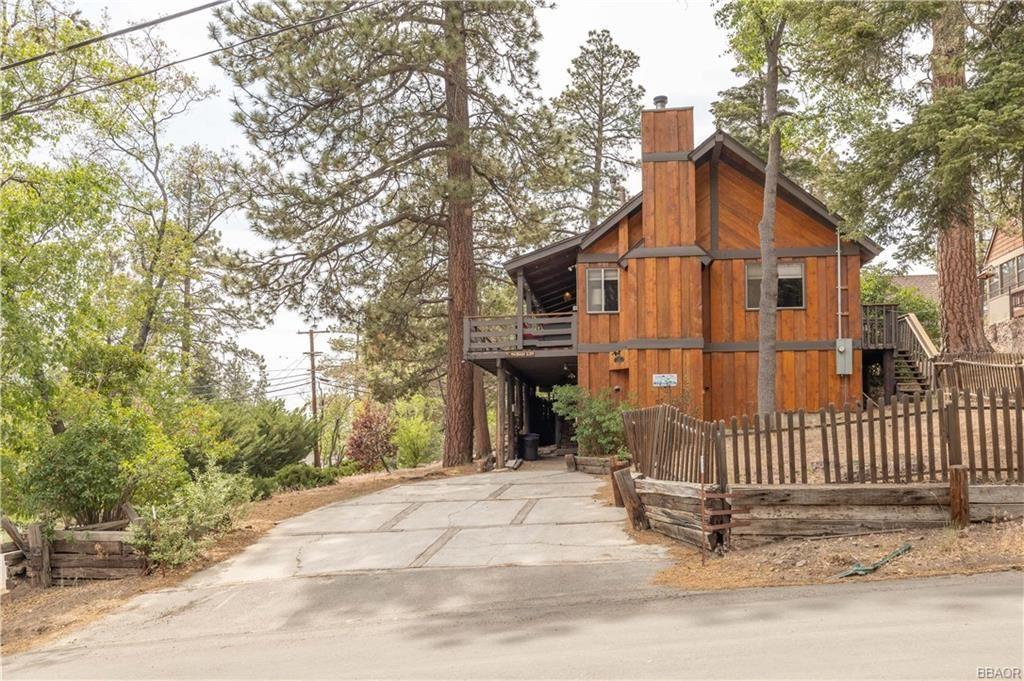 Photo of 862 Ravine Road, Big Bear Lake, CA 92315 (MLS # 32105371)