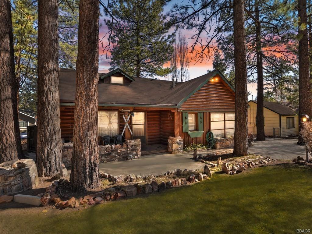 Photo of 39954 Lakeview Drive, Big Bear Lake, CA 92315 (MLS # 32100375)