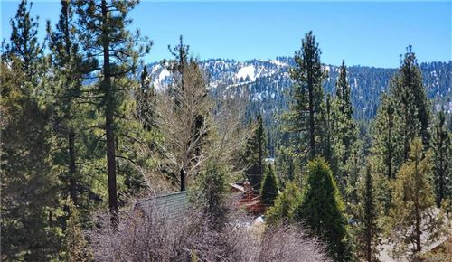Photo of 42860 Cougar Road, Big Bear Lake, CA 92315 (MLS # 32100376)