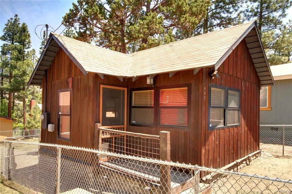 Photo of 407 Garrick Way, Big Bear City, CA 92314 (MLS # 32105381)
