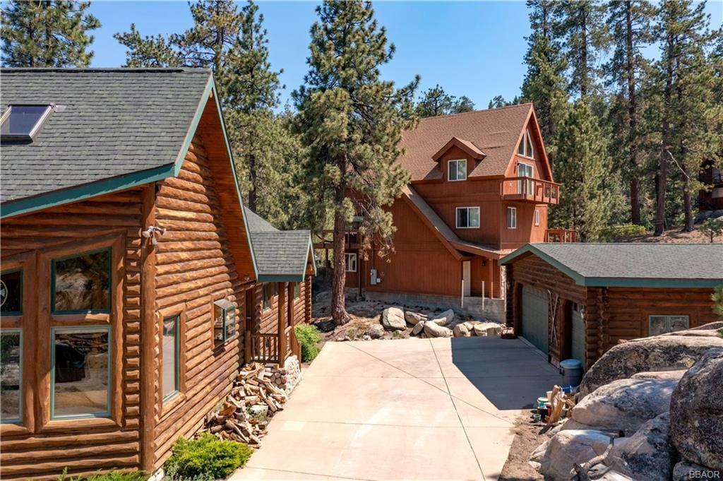 Photo of 826 Boulder Road, Big Bear Lake, CA 92315 (MLS # 32105396)