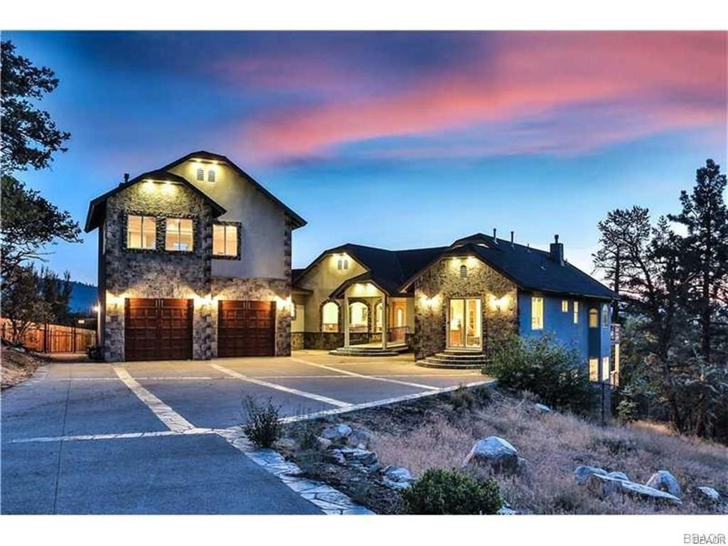 Photo of 373 Starlight Circle, Big Bear Lake, CA 92315 (MLS # 32000409)