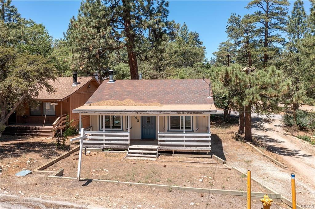 Photo of 842 Vista Avenue, Sugarloaf, CA 92386 (MLS # 32105454)