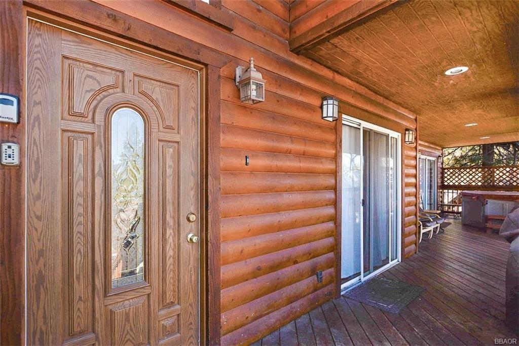 Photo of 472 Temple Ln, Big Bear Lake, CA 92315 (MLS # 32101468)
