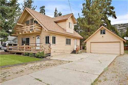 Photo of 337 Grenfall Lane, Big Bear City, CA 92314 (MLS # 32105471)