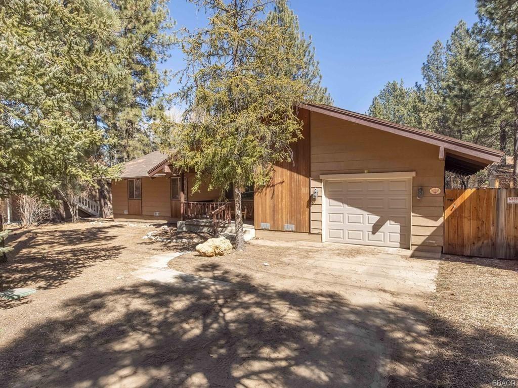 Photo of 583 Thrush Drive, Big Bear Lake, CA 92315 (MLS # 32101472)