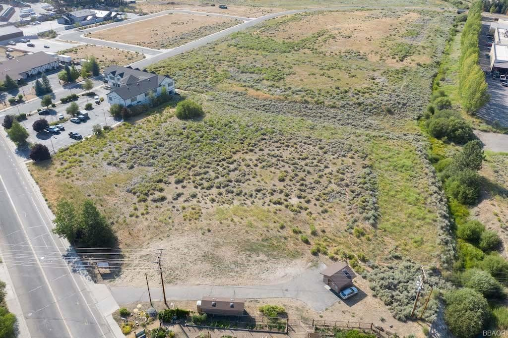Photo of 42020 Fox Farm Road, Big Bear Lake, CA 92315 (MLS # 32002482)
