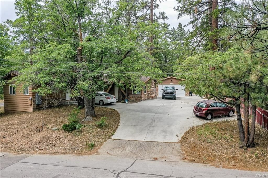 Photo of 40157 Highland Road, Big Bear Lake, CA 92315 (MLS # 32105494)