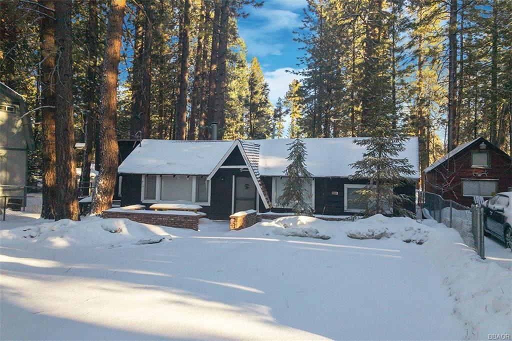 Photo of 39360 Moab Lane, Big Bear Lake, CA 92315 (MLS # 32101543)