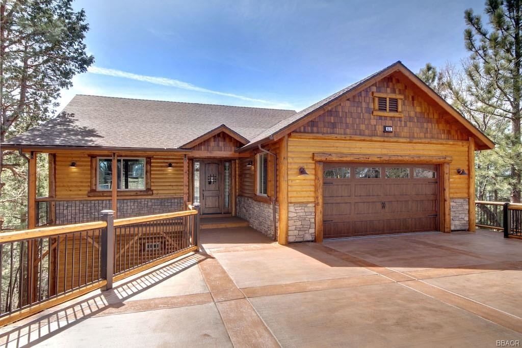 Photo of 612 Villa Grove Avenue, Big Bear City, CA 92314 (MLS # 32101544)