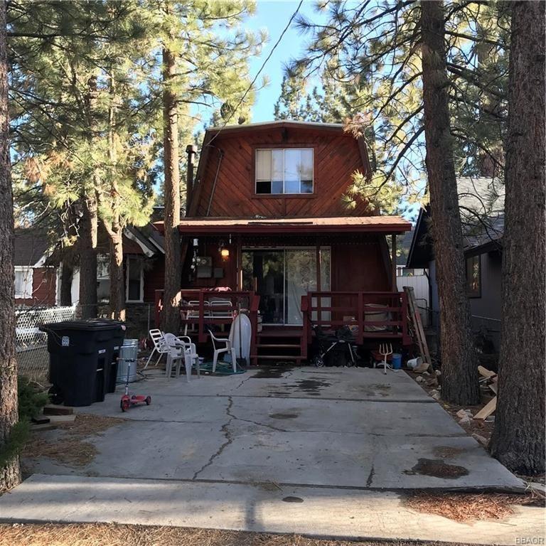 Photo of 624 Elysian Boulevard, Big Bear City, CA 92314 (MLS # 32101561)