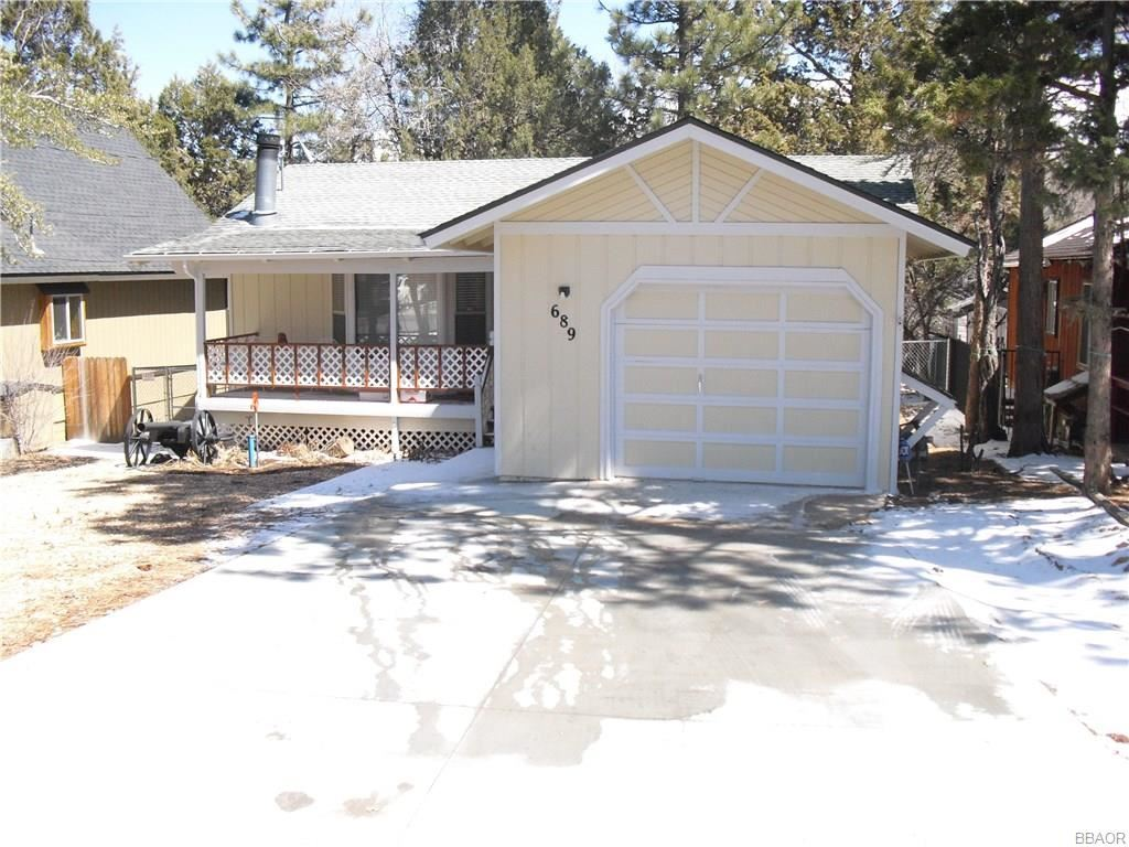 Photo of 689 Highland Lane, Sugarloaf, CA 92386 (MLS # 32000565)