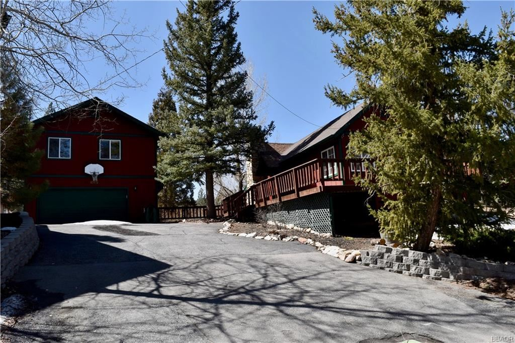 Photo of 40025 Hillcrest Drive, Big Bear Lake, CA 92315 (MLS # 32101569)