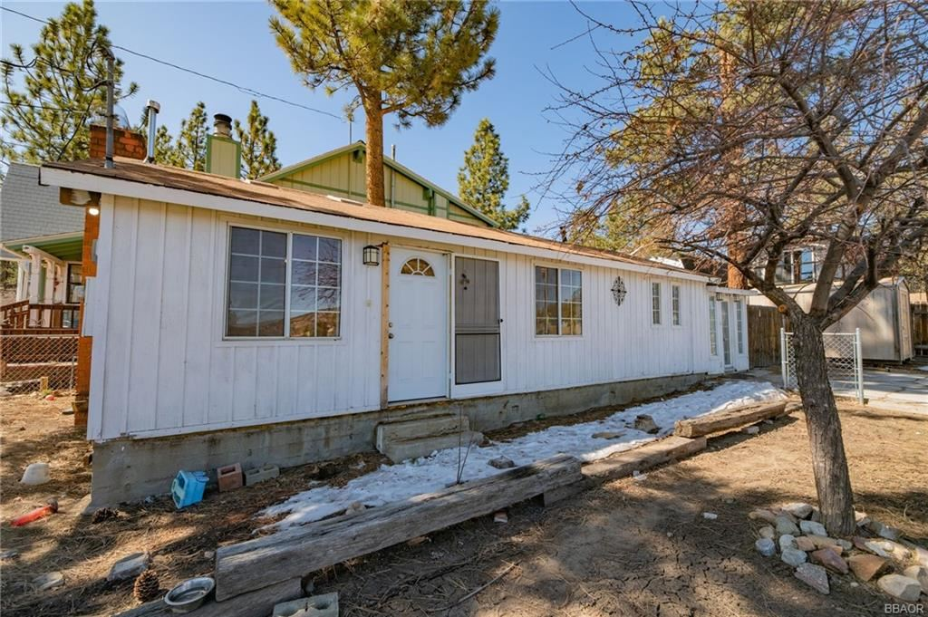 Photo of 108 Cedar Lane, Sugarloaf, CA 92386 (MLS # 32101579)