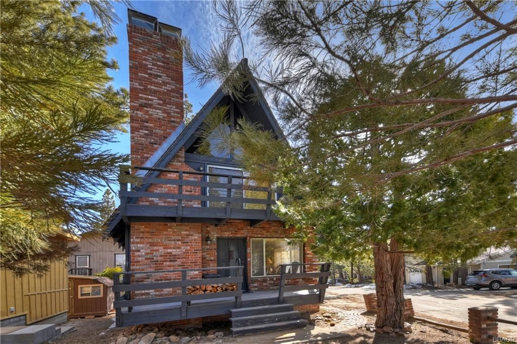 Photo of 39990 Trail Of The Whispering Pines, Big Bear Lake, CA 92315 (MLS # 32101604)