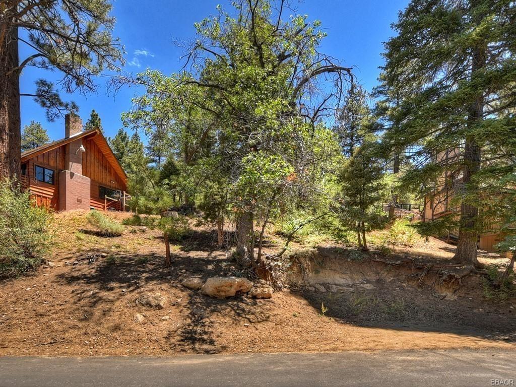 Photo of 0 Sunset Drive, Big Bear Lake, CA 92315 (MLS # 32106607)