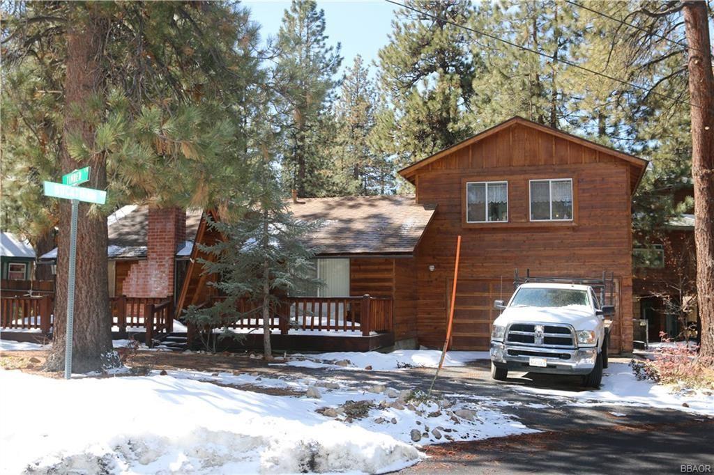 Photo of 510 Timber Lane, Big Bear Lake, CA 92315 (MLS # 32101611)