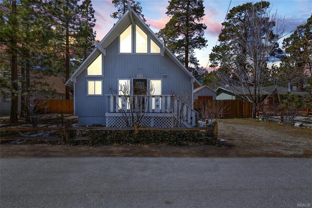 Photo of 524 Highland Lane, Sugarloaf, CA 92386 (MLS # 32101613)