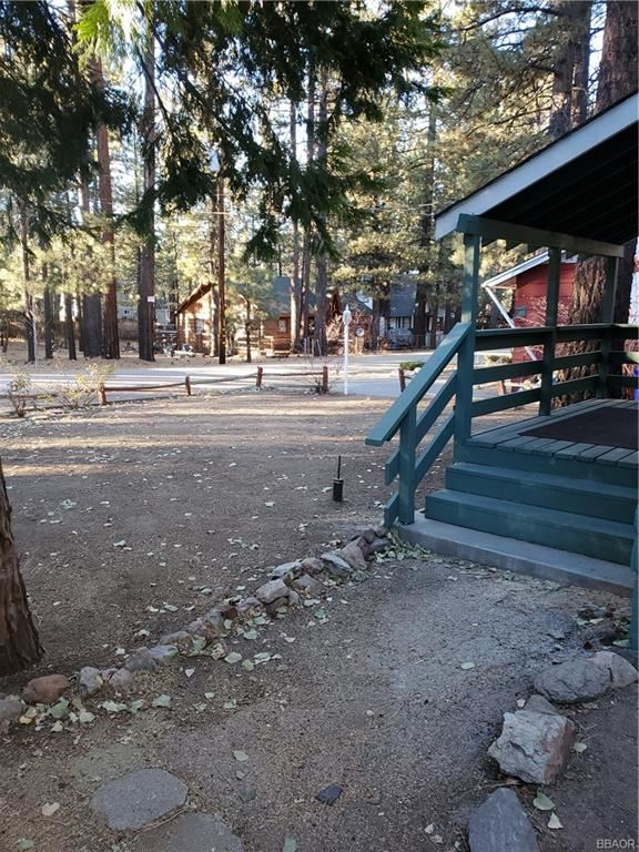 Photo of 447 Chickadee Drive, Big Bear Lake, CA 92315 (MLS # 32008628)