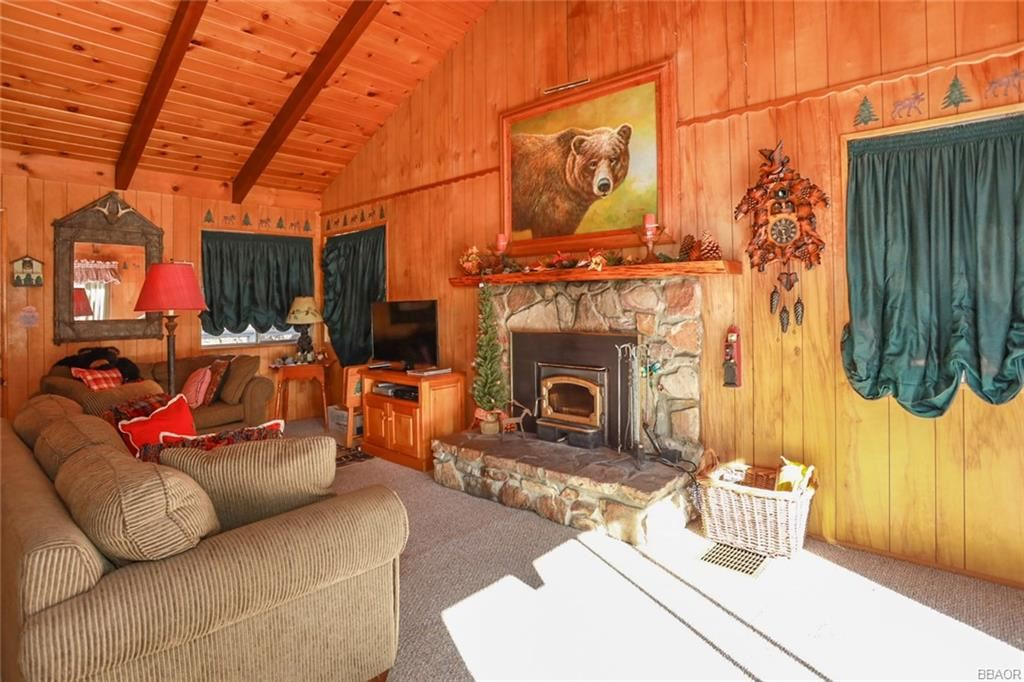 Photo of 568 Lucerne Drive, Big Bear Lake, CA 92315 (MLS # 32008641)